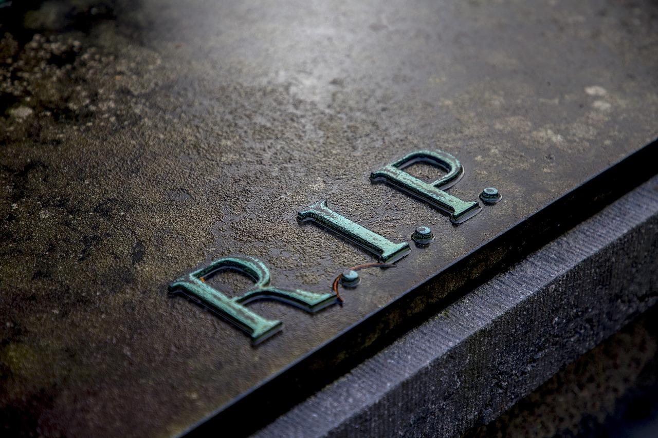 sepultura com a inscrição RIP