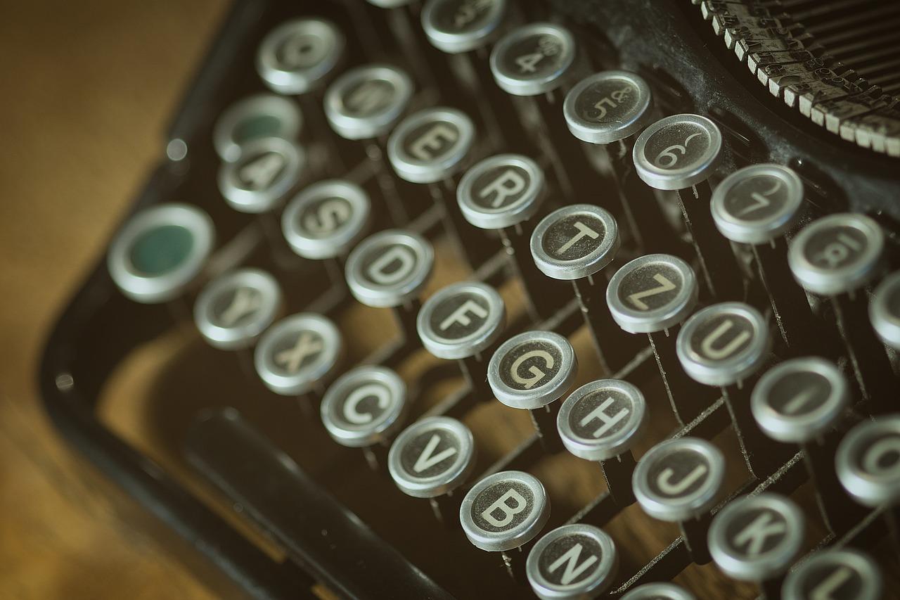 teclas de uma máquina de escrever